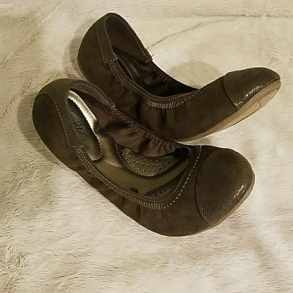 2c90d05c998 dexflex comfort Shoes - Army Green Scrunch Flats